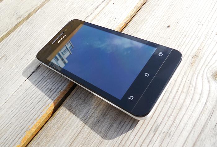 ASUS Zenfone 4 вид спереди