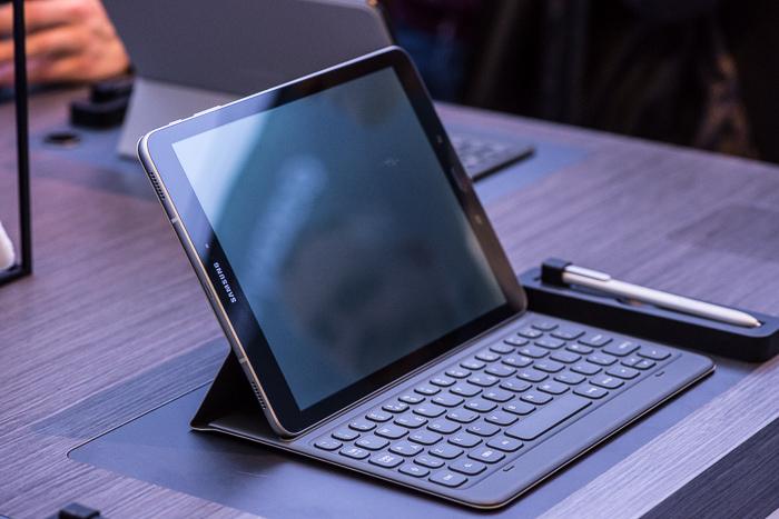 Самсунг представила защищенный смартфон Galaxy Xcover 4