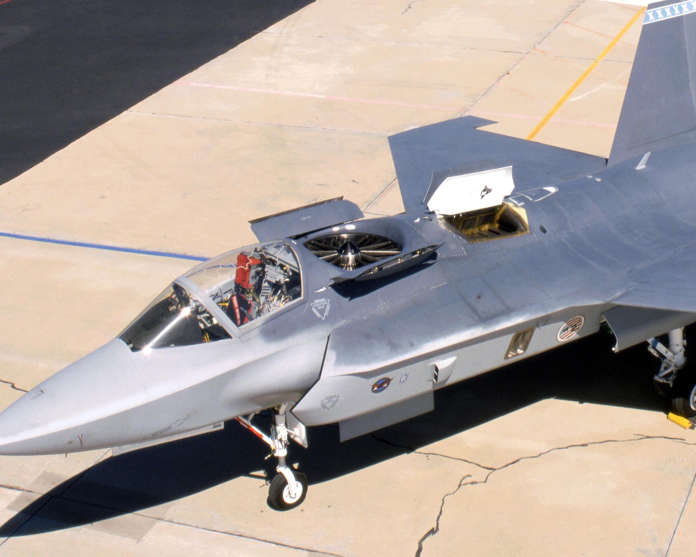 F-13 взлетает вертикально, садится тоже