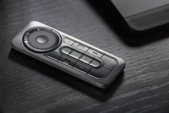 Cintiq-27QHD-touch-1
