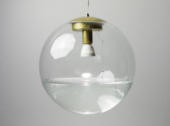 Rain Lamp — электрическая лампа, внутри которой идёт дождь