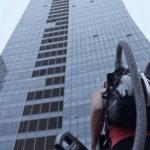LG CORDZERO помог альпинистке покорить небоскреб