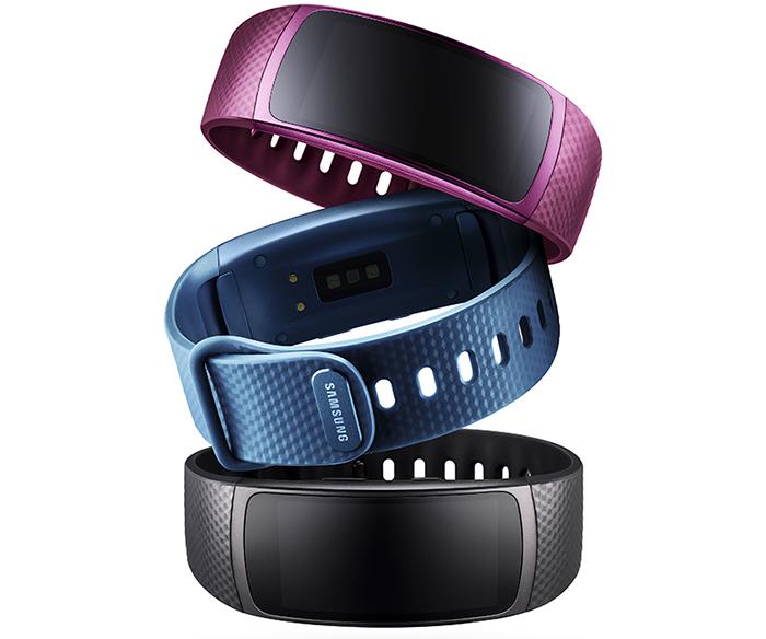 Samsung Gear Fit 2 представлен в трех цветах: черном, синем, розовом;